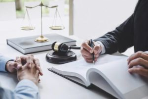 How to Find the Right Workers Comp Lawyer